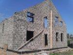 Подходят к завершению работы по возведению стен дома