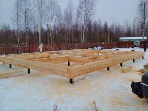 Фундамент на винтовых сваях под будущий дом 7 на 9,5 метров