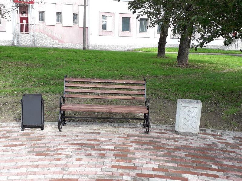 Изготовление и установка скамеек и урн из кованых элементов