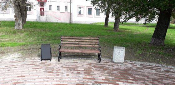 Фото скамеек и урн из кованых элементов