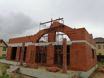 Кладка стен дома из керамоблоков фото 9